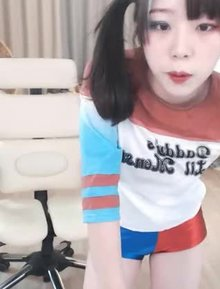 Asian Harley Quinn cosplay
