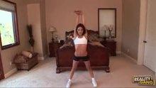Gigi Rivera does contorsionism.