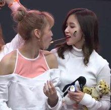 Twice - Momo x Mina