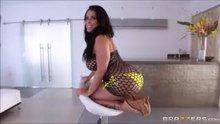 Thick Latina MILF Kiara Mia receives a deep anal fucking