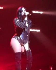 Demi Lovato Sexy Hip Movement