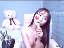 BJ 새롬 (Saerom) hotdog dildo. Was there even an attempt at censoring here?