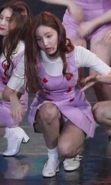 Momoland Yeonwoo in white