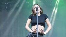 Tove Lo flashing her nipples 18/9/15