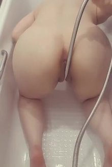 what horny a(f) virgins do in the shower ;)