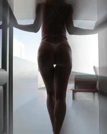 Sara Underwood Looking Sexy